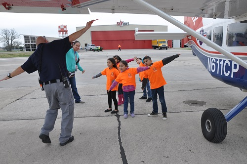 CAP Member Shows Students How Airplanes Fly